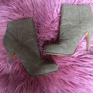 Michael Antonio heeled booties in size 8